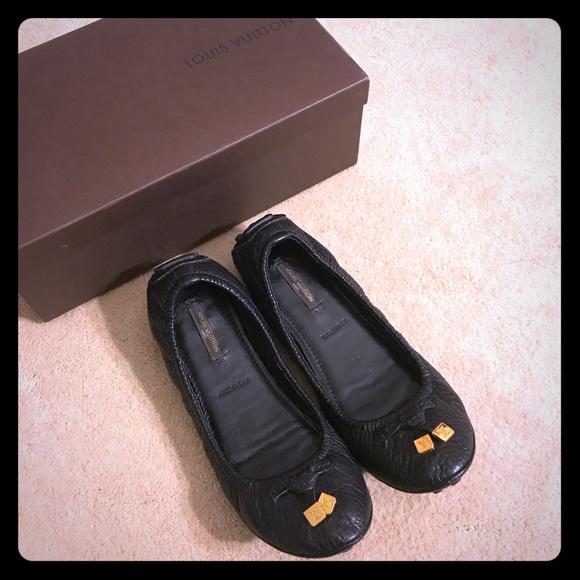 e88a33f5bede LOUIS VUITTON BLACK LEATHER LEMON FLAT BALLERINAS. NWT. Louis Vuitton.  600   0. Size. 7.5. Buy Now